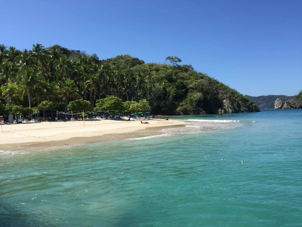 Isla Tortuga, agua cristalina y calma, arena blanca